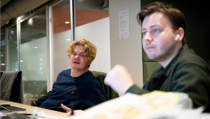 Hallvard Vaaland og Mathias Sandvik jubler over å endelig få jobbe på kontor igjen.