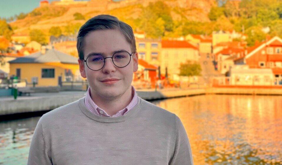 Simen (24) har vært politisk aktiv siden barneskolen - nå satser han på en kommunikasjonskarriere