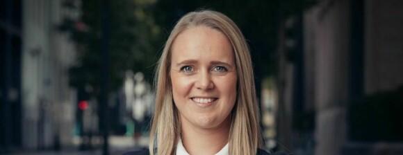 Kristine (28) ble ansatt for fire år siden – nå blir hun toppleder i to land